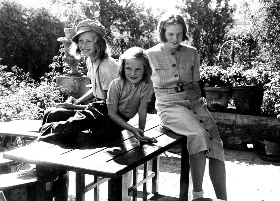 Right to left: Hope, Ellen (foreground) Anne